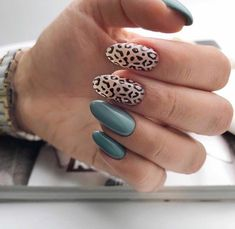 There are nail art designs inspired by a variety of animal skin patterns such as leopard print, snake skin, crocodile skin, and cowhide leather. Drag the mouse down to find a nail style that fits the autumn and winter coat! Dream Nails, Love Nails, Perfect Nails, Gorgeous Nails, Stylish Nails, Trendy Nails, November Nails, 14 November, Nails Only