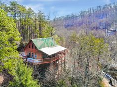 Mountain Cottage, Mountain Homes, Mountain Cabin Rentals, Mountain Cabins, Cabins In The Woods, House In The Woods, Cabins In The Mountains, Wilderness Survival, Survival Shelter