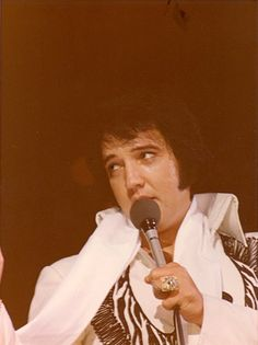 Elvis Presley - July 10, 1975 Cleveland, Oh. Photo by Len Leech