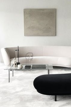 Top Five Interior Design Trends For 2019 Cream colored curved sofa and a black curved bench.Curved sofas and benches – Top 2019 interior design trends for your home. - Add Modern To Your Life Minimalist Interior, Minimalist Decor, Modern Interior Design, Interior Architecture, Contemporary Interior, Modern Minimalist, Minimalist Apartment, Minimalist Lifestyle, Contemporary Style