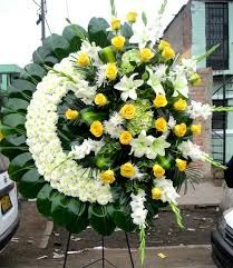 Corona-de-Flores-para-Difuntos-con-amarillo.jpg (209×241)