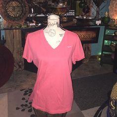 Women's Nike 2X large slim fit shirt Women's Nike 2X large slim fit shirt in excellent condition Nike Tops Tees - Short Sleeve