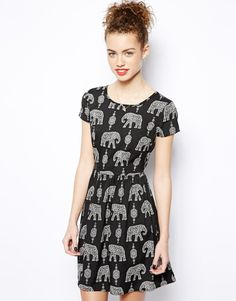 New Look Elephant Print Waisted Dress at ASOS. Shop this season's must haves with multiple delivery and return options (Ts&Cs apply). Elephant Dress, Elephant Print, Fashion Tv, Fashion Design, Fashion Online, Fashion Ideas, Costume, Passion For Fashion, Spring Summer Fashion