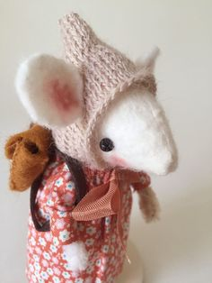 Back to School Collectable Mouse Ornament - Manon £42.99