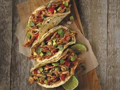Tacos: 10 of Our Favorite Recipes Bbq Chicken Pizza, Pulled Chicken Tacos, Chicken Taco Recipes, Mexican Food Recipes, Mexican Dishes, Tortilla Recipes, Pork Recipes, Kfc, Goya Recipe