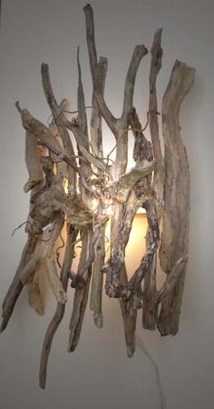Drijfhouten wandlamp