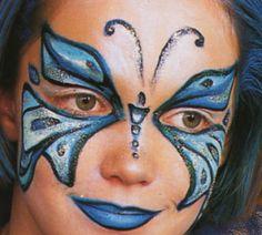 Joli maquillage papillon bleu