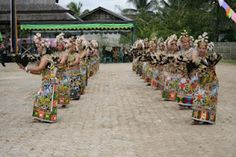 About Balinese Batik - In a traditional ceremony or religious ritual, Balinese people using batik as a fabric tied at the waist or be used as a headband