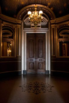 beautiful doorway, tile work, wow