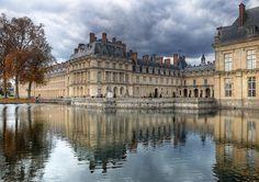 Gros pavillon du Château de Fontainebleau au sud-est de Paris, France (XVIIIe siècle).