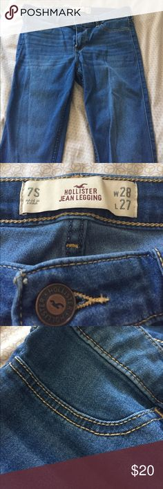 Hollister Jeggings Medium Wash Blue It's a medium wash blue color, not too light & not too dark. Front pockets are fake, you can't put things in them. Back pockets are real. No stains or rips. Worn 2 times. Hollister Other