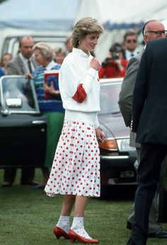 Prinsessa Diana on taas tyyli-ikonien ykkönen British Monarchy History, Princess Diana Fashion, 1. Mai, Princes Diana, Lady In Waiting, Diane, Lady Diana Spencer, Tall Women, Queen Of Hearts