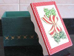 Caixa de MDF trabalhado com motivo natalino em patchwork embutido. Ideal para presentear ou decorar sua casa nas festas de fim de ano....