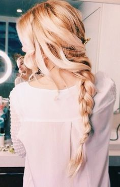 love this messy pony tail braid