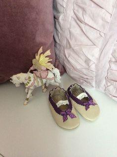 Elfenschühchen in Größe 18. Zauberhaft. #shoemimicsbarefeet #gift #Baby #Schühchen #Krabbelschuhe #Hausschuhe #Puschen #Babyschühchen #Geschenk