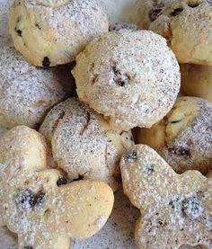 Mutfak masasından eksik olmayacak,1 hafta tazeliğini koruyan ve harika bir tadı olan bir kurabiye olur kendisiBen çok fazla yiyemesemde çocuklar için yapıyorum,sizede çay ve kahvelerinizin yanına eşlik edebilir.İçine ne bulursam koydumsizde istediğinizi ekleyip çıkarabilirsiniz hemde herşekile kolayca girebilen ağızda dağılan nefis bi tadı varBiz çocuklarla beraber yaptıkBazılarına dondurma şekli bazılarına kelebek bazılarına da el şekli verdik sizde yapmak isterseniz buyrun tarif...