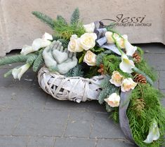 Jessi o nas Unique Flower Arrangements, Unique Flowers, Diy Flowers, Grave Decorations, Flower Decorations, Cemetery Flowers, Funeral Flowers, Ikebana, Holidays And Events