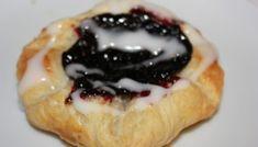 Wienerbrød med blåbærfyll på 1-2-3 Norwegian Food, Pancakes, Cheesecake, Pie, Baking, Breakfast, Desserts, Recipes, Danish Recipes