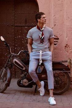 Find Mens Fashion at FashionBeans. The latest information, advice and tips about Mens Fashion in our men's fashion & style guide. Pool Outfits, Casual Outfits, Men Casual, Fashion Mode, Mens Fashion, Fashion Outfits, Fashion Trends, Fashion 2017, Fashion Boots