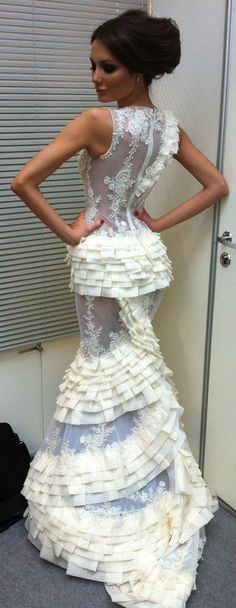 Are they serious with this dress, makes me want to get married asap just to be wrapped up in all this amazingness!!!