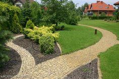 Kamień naturalny – pomysł na ścieżkę w ogrodzie.