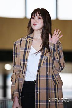 Korean Actresses, Korean Actors, Kim Bok Joo Lee Sung Kyung, Airport Style, Airport Fashion, Korean Artist, Kpop, Korean Fashion, Women's Fashion