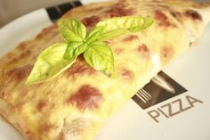 Una espectacular Pizza Calzone de Pollo con Salsa Barbacoa, esto esta de lujo.