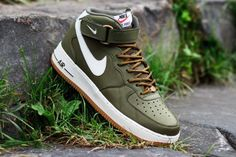 Nike Air Force 1 Mid Medium Olive / Sail Gamma Light Brown If you love my pins… Me Too Shoes, Men's Shoes, Shoe Boots, Roshe Shoes, Nike Roshe, Herren Style, Nike Air Force Ones, Nike Free Shoes, Mo S