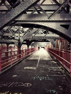 Williamsburg Bridge in winter: Bundle up and take a walk over the Williamsburg Bridge into Brooklyn and enjoy the unique architecture.