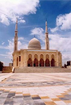 Emir Abdelkader Mosque at Constantine , Algeria Indian Architecture, Beautiful Architecture, French Architecture, Architecture Design, Islamic World, Islamic Art, Beautiful Mosques, The Beautiful Country, Largest Countries