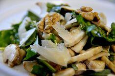 Insalata di rucola e funghi,noci,grana,parmigiano,insalata mista,funghi champignon,ricette veloci,ricette light,ricette facili,insalate ricette,ricette vegetariane
