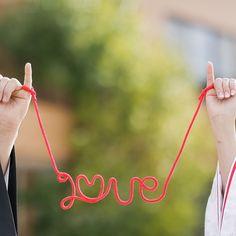 和装前撮り 白無垢に、@eymwedding さんで購入した赤い糸がよく映えました♡ いよいよ明後日結婚式、残すは席札メッセージのみ!!これがなかなか進まない、気持ちがこもりすぎるー #eymwedding #前撮り #和装 #白無垢 #ellepupa #エルピューパ #赤い糸