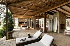 The design team at Martín Gómez Arquitectos are no beach bums when it comes to the perfect seaside retreat. In the seaside town of Punta del Este, Uruguay Martín Gómez has been slowly designing and building a relationship with this beautiful part of the world. A relationship that embraces site and nature, the built environment and natural environment.