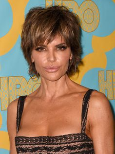 Lisa Rinna Layered Razor Cut - Lisa Rinna made an appearance at the HBO Golden Globes party rocking a mussed-up layered cut. Edgy Haircuts, Cute Haircuts, Layered Haircuts, Razor Cut Hair, Short Hair Cuts, Short Hair Styles, Short Bob Hairstyles, Cool Hairstyles, Lisa Rinna Haircut