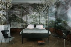 Bedroom of French large scale flower artist Claire Basler