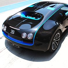 Stunning Bugatti Veyron Super Sport. Follow @y_uribe for more pics.