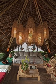 Hang rattan lamps under? Patio Tropical Homes Design, Pictures, Remodel, Decor and Ideas - page 9 Patio Tropical, Tropical Design, Tropical Style, Tropical Decor, Tropical Houses, Gazebo Lighting, Outdoor Pendant Lighting, Outdoor Chandelier, Diy Chandelier