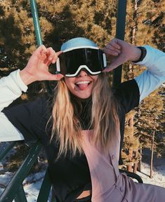 & a freakin photoshoot on the ski lift The Effective Pictures We Offer You About jet Skiing Pictures A quality picture can tell you many things. Cute Instagram Pictures, Photo Instagram, Winter Instagram, Summer Mckeen, Snowboard Girl, Snow Pictures, Snowboarding Outfit, Ski Season, Ski Lift