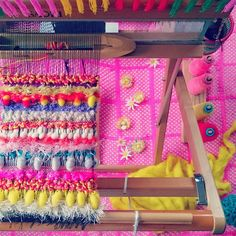 #1000weave#weaving#love#happy#yarn#fur#saoriweaving#handmade#colorful#knit#flowers#wool#yellow#kaumo#stole#織物#糸#さをり織り#ハンドメイド#オーダー#カラフル#ニット#羊毛#ストール#マフラー#虹#レインボー#派手#花