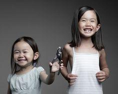 Le père le plus créatif du monde a pris des photos folles, drôles et émouvantes de ses deux filles !