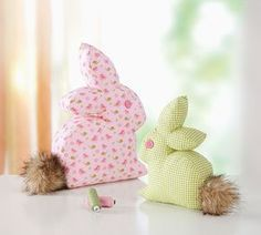 stoffhasen - Free pdf pattern and step by step Photo tutorial - Bildanleitung und gratis pdf Schnittvorlage Sewing Toys, Sewing Crafts, Sewing Projects, Sewing Stuffed Animals, Stuffed Animal Patterns, Diy Gifts For Kids, Creation Couture, Crochet Blanket Patterns, Softies