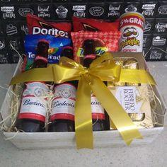 Gift Box For Men, Gift Baskets For Men, Presents For Boyfriend, Boyfriend Gifts, Valentines Day Gifts Boyfriends, Diy Birthday, Birthday Gifts, Beer Basket, Flower Box Gift