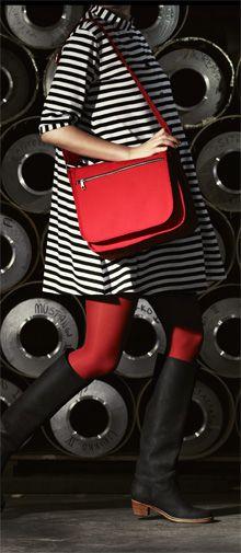 Marimekko love Marimekko Dress, Marimekko Fabric, Spring Fashion, Autumn Fashion, Fashion Marketing, 1960s Fashion, Vintage Handbags, Finland, Pretty Dresses