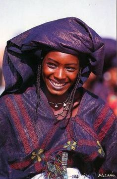 Africa | Tuareg woman in Niger || Scanned postcard; photo by Maurice Ascani
