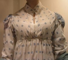Wow, I love the fabric print and weight AND the front closure on this.  >>1815 apron front Regency dress