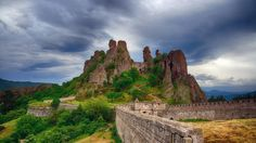 Belogradchik Fortress and the Belogradchik rocks, Bulgaria (© 2bears/Shutterstock)