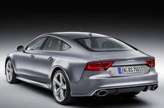 Quel doppio tubo di scarico di generose dimensione lascia intendere che siamo al cospetto di una Audi RS!!! #AudiRS7Sportback