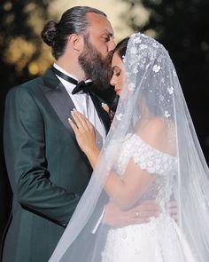 Wedding Portraits, Wedding Dresses, Fashion, Bridal Dresses, Moda, Bridal Gowns, Wedding Gowns, Weding Dresses, Wedding Dress