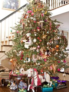 gorgeous gorgeous tree...my favorite yet - is personal, has character, and is INTERESTING!