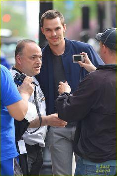 Nicholas Hoult Stylish Street Style, Nicholas Hoult, British Actors, Jennifer Lawrence, Good Looking Men, New Movies, X Men, Singers, Hot Guys